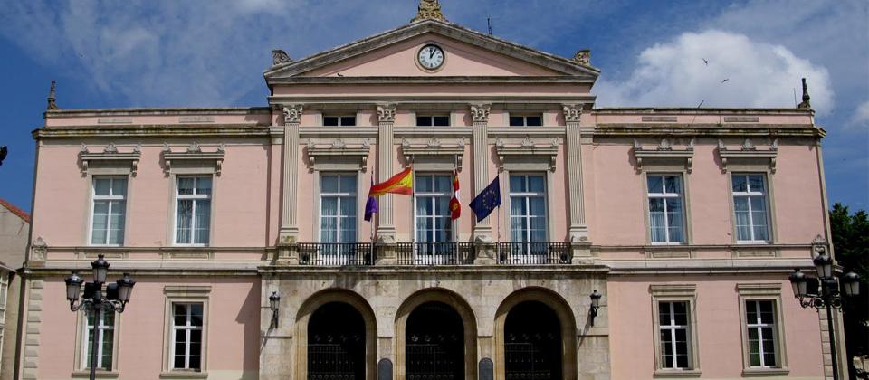 Ayuntamiento de Palencia cerca del Hotel Monclus